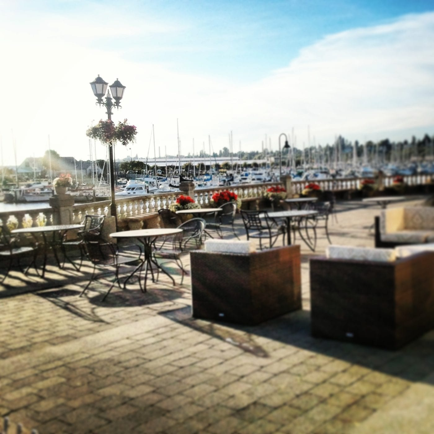 Lighthouse Bar and Grill, Bellingham, Bay, Waterfront, Cocktails, Happy Hour