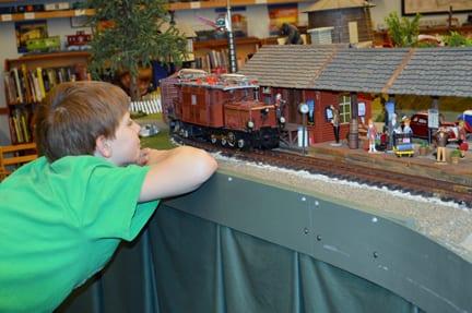 Boy watches model train, Bellingham Railway Museum