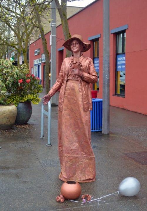Live statue, Downtown Bellingham Art Walk